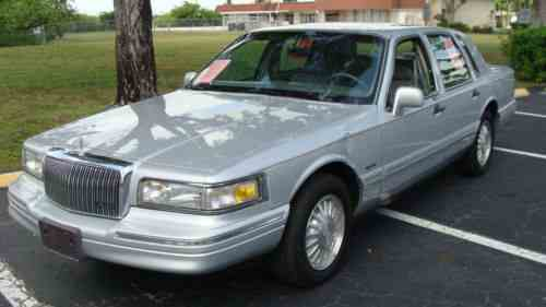 Lincoln Town Car 1997 Lincoln Towncar Is In Very Good One Owner